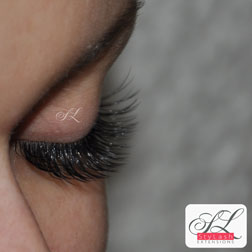 EyeLash Extensions classic single photo